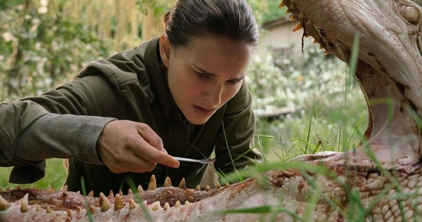 Annihilation-Movie-Photo-Natalie-Portman-Alligator